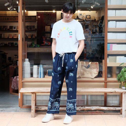 1 กางเกงผ้าฝ้ายขายาวลายช้างสีกรมท่าresize15-8-2563
